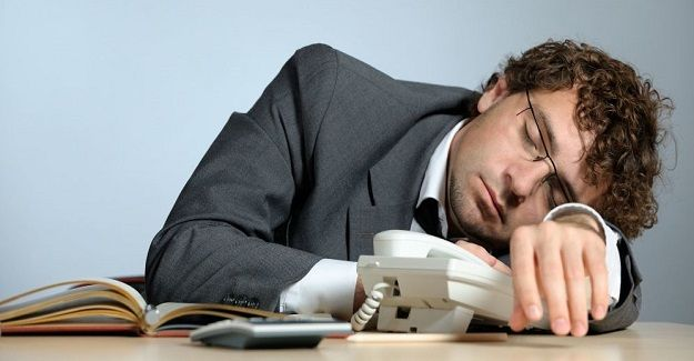 İşçinin Mesai Saatlerinde Uyuması